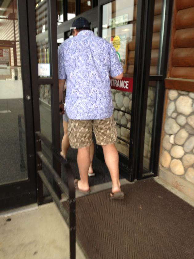 For those keeping score at home, that is a paisley shirt with printed shorts. NO.